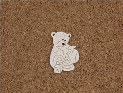 Медвежонок играет