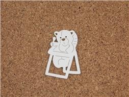 Медвежонок на стульчике